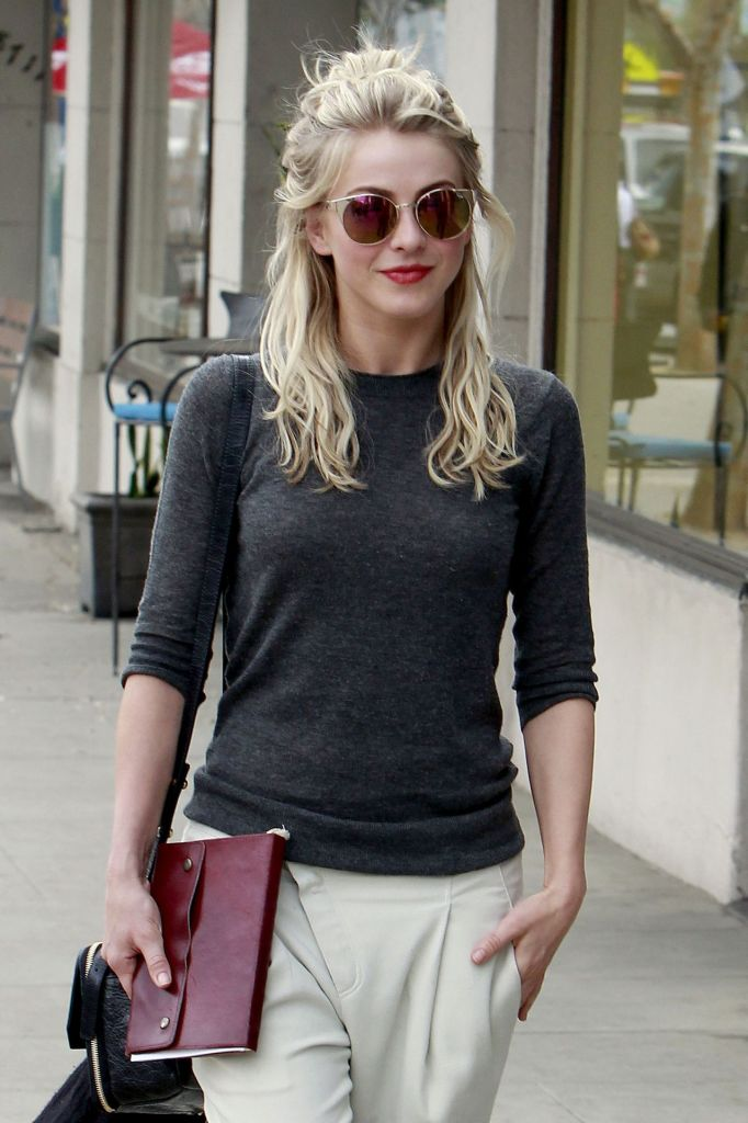 julianne-hough-street-style-leaves-a-restaurant-after-having-lunch-with-friends-january-2014_1